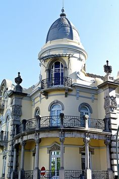 Art and Architecture Architecturia Most Beautiful Cities, Beautiful Buildings, Wonderful Places, Portugal Country, Spain And Portugal, Las Azores, Grande Hotel, Portuguese Culture, Windsor Castle