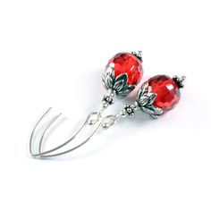 Silver and round cubic zirconia. Retro earrings - subtely oxidated silver leaves are so charming!