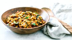 This belly-warming Vegetarian Chickpea Curry With Coconut Milk is the perfect dish to curl up with on cool nights. Makes for a great side dish or main! Vegetarian Chickpea Curry, Chickpea Salad, Vegetarian Recipes, Cooking Recipes, Main Dishes, Side Dishes, Coconut Milk Curry, Curry Paste, Plant Based Diet