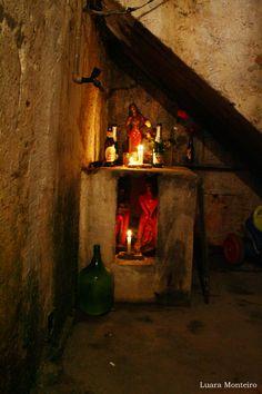 centro-espirita-vovo-antonio-de-aruanda-43-copia French Quarter, New Orleans Voodoo, Voodoo Hoodoo, Black Magic, The Conjuring, Mystic, Astrology, Spirituality, Statue
