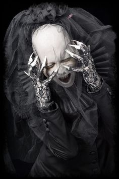 Eerie | Creepy | Surreal | Uncanny | Strange | 不気味 | Mystérieux | Strano | Imagen de Sopor Aeternus & The Ensemble of Shadows