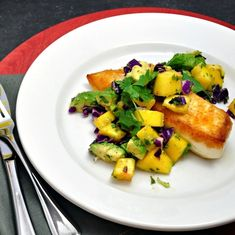 Pan Seared Halibut with Mango-Avocado Salsa - 15 Easy Dinner Recipes for Two to Wow Your Man . Fish Recipes, Real Food Recipes, Cooking Recipes, Yummy Food, Healthy Recipes, Cooking Cup, Halibut Recipes, Healthy Dinners, Clean Recipes