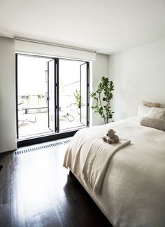 This townhouse conversion in the Lower East Side, New York, was once an old Jewish school turned into a home with an art gallery, by Labo Design Studio. Loft, Lower East Side, New York, Space Architecture, Coworking Space, Home Office Decor, House Front, Home Decor Inspiration, My Dream Home