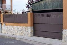 Fabricamos vallados para viviendas, chalets, fincas, de varios modelos y diseños, para su seguridad. Hay diversas ociones según las preferencias del cliente: decorativas,...