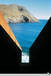 Passages. Homage to Walter Benjamin, 1990-94. Portbou, Spain; © Dani Karavan, Photo: Jaume Blasi