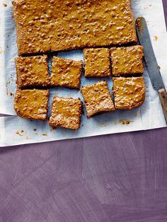 Biscoff tray bake cake recipe: This simple tray bake, three ingredient traybake cake is the simplest recipe you'll ever make. Tray Bake Recipes, Baking Recipes, Cookie Recipes, Snack Recipes, Dessert Recipes, Dessert Bars, Snacks, No Bake Treats, Yummy Treats