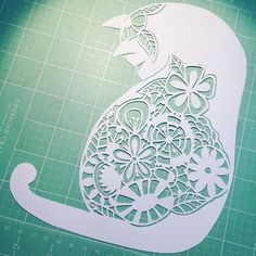 Articles similaires à Kitty floral Paoet coupe Art sur Etsy Paper Cutting Templates, Origami Templates, Box Templates, Kirigami, Paper Lace, Cut Paper, 3d Printing Diy, Cat Quilt, Paper Crafts Origami