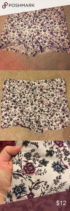 LOFT shorts Worn a few times pretty floral pattern shorts from the LOFT LOFT Shorts