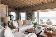 El diseñador Pablo Chiappori conquistó un terreno al sur de Punta Ballena y lo definió con las texturas infinitas de la madera