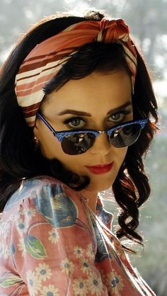 45667a1fdee Cool Katy Perry With Sunglasses