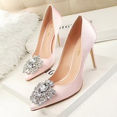 Hot 2017 cute and simple Rhinestone wedding heels sandals for girls women vintage fashion sexy pointed slim evening sandal high heeled shoes Valentine's novelty party bridal nude platform pumps sandalias shoes zapatos tacones de mujer High Heel Pumps, Sexy High Heels, Rosa High Heels, Wedding High Heels, Frauen In High Heels, Bridal Wedding Shoes, Pink High Heels, Womens High Heels, Pumps Heels
