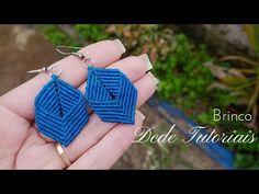 Dede Tutoriais   Como fazer brinco em macramê #105 - YouTube Macrame Earrings Tutorial, Micro Macrame Tutorial, Crochet Earrings Pattern, Earring Tutorial, Bracelet Tutorial, Macrame Knots, Macrame Jewelry, Macrame Bracelets, Loom Bracelets