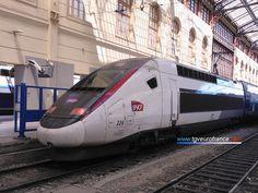 Le TGV Duplex 224 Alstom de SNCF Voyages en livrée carmillon en gare de Marseille Saint-Charles le 17 juillet 2017. Page web : tgveurofrance.com.pagesperso-orange.fr/tgv-duplex1.htm
