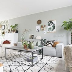 Get The Look: 10 ways to style a tan leather sofa. Creative interior design and home decor tips on styling leather sofas Home Living Room, Apartment Living, Interior Design Living Room, Living Room Designs, Living Room Decor, Bedroom Decor, Tan Leather Sofas, Sofa Home, Living Room Inspiration