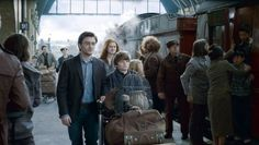 Little Albus Severus Potter is going to Hogwarts^^ Harry James Potter, Harry Potter Cursed Child, Harry And Ginny, Ron And Hermione, Harry Potter Cast, Harry Potter Universal, Albus Severus Potter, Rowling Harry Potter, Hogwarts