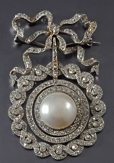 Edwardian diamond & pearl brooch #DiamondBrooches