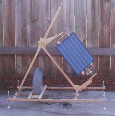How To Make A Portable Sun Tracking Solar Panel With A Windup Clock Drive. ワインドアップクロックドライブを搭載したポータブルな太陽トラッキングソーラーパネルを作る方法。