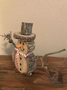 Christmas Log, Christmas Wood Crafts, Diy Christmas Gifts, Fall Crafts, Holiday Crafts, Christmas Decorations, Christmas Ornaments, Primitive Christmas, Father Christmas