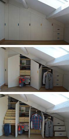 Armadio in mansarda concepito con scheletro in alluminio e tamponamenti in legno di abete; una soluzione salva-spazio per casa vostra
