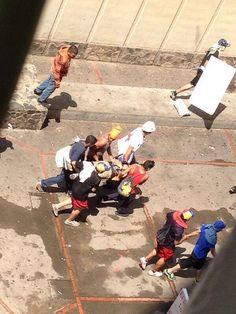 "Tarek Said @tareksaidb  8 min MARACAIBO ""@JMDOPAZOVV: Persona Herida Av Padilla 1:49 pm Maracaibo Torres del Saladillo. 12Marzo pic.twitter.com/gkrGmvBRe5 (vía @iClubPAUTA)"" 12-03-2014"