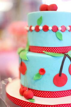 retro cherries cake... I think i found my birthday cake... which i will have to make but that is ok!!