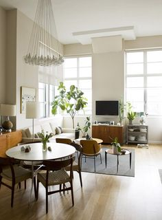 Love this apartment — what a lovely balance of plans and furniture. A CUP OF JO: New York apartment tour Small Living, Home And Living, Living Spaces, Living Room, Usa Living, Living Area, Kitchen Living, Kitchen Decor, Muebles Living