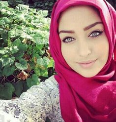 Hijabi girl on We Heart It Beautiful Eye Makeup, Beautiful Blue Eyes, Beautiful Hijab, Beautiful Women, Pretty Eyes, Beautiful Images, Beautiful People, Muslim Women Fashion, Arab Fashion