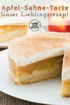 Apfel-Sahne-Torte mit Pudding This apple cream cake convinces everyone! Crumbly soil, fruity apple filling and creamy cream crust make this apple pie recipe so awesome.