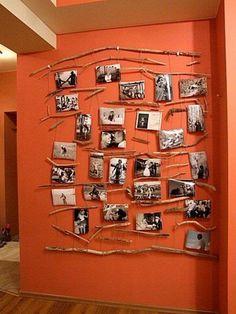 Fotowand selbstgestaltet. So kann der Bereich der Familie, der Ahnen oder der Freunde gestärkt werden. Im Hintergrund kann die passende Farbe das förderliche Element stärken