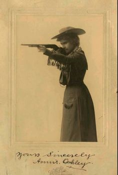 photo with shakey signature.star is on hat, skirt showing with fringed arms and scarf. The other item. maybe a wig? She wore a wig for a while. Maybe these 3 photos are her wig that make her look different. Los Kennedy, Texas Cowboys, Annie Oakley, Hunting Humor, Cowboy And Cowgirl, Mountain Man, Vintage Prints, Vintage Photos, Queen