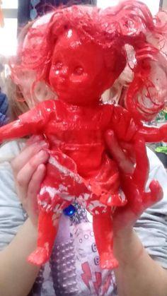 """Η κόκκινη κούκλα της Μαρίας και τα """"προβληματικά"""" παιδιά"""