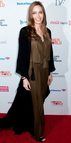 Angelina Jolie swept into the Women in the World Summit in a brown and black Saint Laurent ensemble. Mommy Style, Love Her Style, Muslim Fashion, Modest Fashion, Mommy Fashion, Angelina Jolie Style, Abaya Designs, Red Carpet Gowns, Celebrity Look