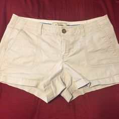 Old navy khaki shorts with pockets Old navy khaki short with pockets size 10 with 3 1/2 in seam Old Navy Other