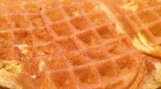 Linus elsker vafler. Spesielt grove speltvafler. Jeg må si meg enig. Gode også for dem som vil unngå hvetemel og laktose. Ingredienser: 4 egg 4 dl laktosefri lettmelk ( evt vanlig lettmelk) 4 dl sammalt speltmel ( evt.2 dl sammalt og 2 dl siktet speltmel) 4 ss sukker 4 ss rapsolje 1 ts vaniljesukker 1/2 … Continue reading Grove speltvafler →