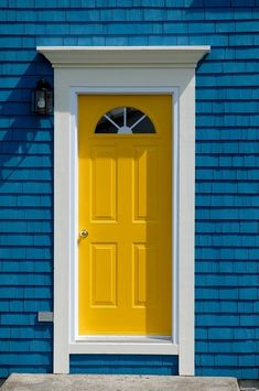 Front Door Paint Colors - Want a quick makeover? Paint your front door a different color. Here a pretty front door color ideas to improve your home's curb appeal and add more style! Yellow Front Doors, Front Door Paint Colors, Painted Front Doors, Paint Colours, Exterior House Colors, Exterior Doors, Exterior Paint, Pintura Exterior, Yellow Cottage