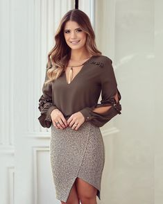 Ways to combine your brown outfits and look radiant Blouse And Skirt, Dress Skirt, Skirt Outfits, Chic Outfits, Casual Dresses, Fashion Dresses, Moda Chic, Brown Outfit, Blouse Styles