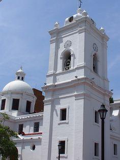 #Colombiaenmadrid La Catedral de Santa Marta, Colombia, fue el primer templo del nuevo mundo P5312658 by Vagamundos.net/Carlos Olmo, via Flickr