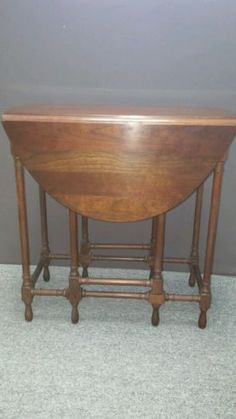 Antique English Small Oak Drop Leaf Gate Leg Oval Turned Post Lamp End Table