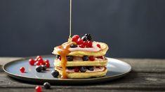 Dinkel-Pancakes mit Beeren und Honig Spelled pancakes with berries and honey Spelt Pancakes, Waffles, Honey Pancakes, Crepes, Berry, Home Recipes, House Styles, Breakfast, Healthy