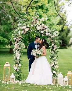 These high school sweethearts stole our hearts | photo @purpletreephotography florals @bloom_and_co styling and rentals @warehouse_84 stationery @minted catering and reception venue @kurtzorchardsweddings cake @thedessertroom linens @simplybeautifuldecor hair @jillianfalconer wedding dress @misshayleypaige bridal boutique @pearlbridalhouse_toronto bridesmaids' dress @adriannapapell groom's tux @ted_baker groomsmen attire @zara music @dfcmusic . . . . . #ruffledblog #weddingideas…