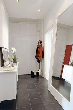 darks floor, white walls