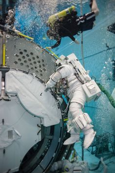 Astronauts Scott Kelly and Kjell Lindgren during ISS EVA Maintenance 9 Training at the Neutral Buoyancy Lab at the Sonny Carter