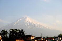 Monte Fuji, belleza de la naturaleza - Había dos lugares que teníamos claro que íbamos a ver durante el viaje: uno era el torii flotante de Miyajima y otro era el Monte Fuji. Para nosotros, y sin desmerecer al resto de rincones del país, son dos elementos joya de Japón. Actualmente se está estudiando añadir Fujisan a la lista del Patrimonio Mundial. Tras visitarlo, entendimos porqué.  - http://www.wanderonworld.com/monte-fuji-belleza-de-la-naturaleza/