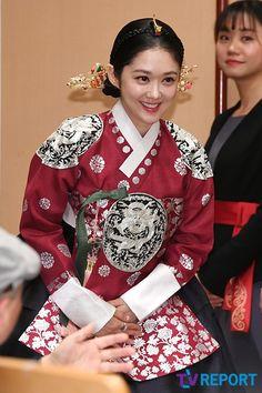 장나라 한복 자태 Lee Hyuk, Choi Jin Hyuk, Korean Traditional, Traditional Clothes, Jang Nara, Korean Drama Movies, True Love, Dramas, The Help