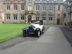 Vintage car in St Salvatore's quad