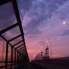 รูปภาพ sky, sunset, and purple