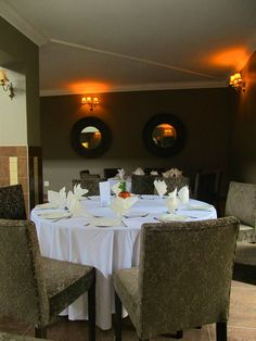 Family and friends can relax and enjoy their meals in Glenburn Lodge's Conservatory, Gallery or Piazza. Private dining for special occasions or Executives can be arranged in the Wine Cellar.