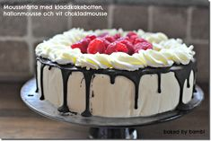 Bambi - Moussetårta med kladdkakebotten, hallonmousse och vit chokladmousse