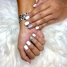 I love my new mani So fresh for summer with a little accent I use SNS clear dip and finish with a gelshellac Lasts three weeks White DND Alpine Snow Dip nails gel nails a. Aycrlic Nails, Hair And Nails, White Nail Designs, Cheetah Nail Designs, Sns Nail Designs, White Summer Nails, Cheetah Nails, Nails Short, Broken Nails