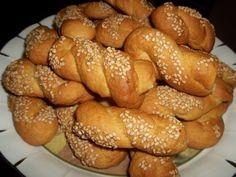 Greek Sweets, Greek Desserts, Greek Recipes, Sweet Buns, Sweet Pie, Greek Cookies, Biscuit Cookies, Easter Cookies, Easter Recipes